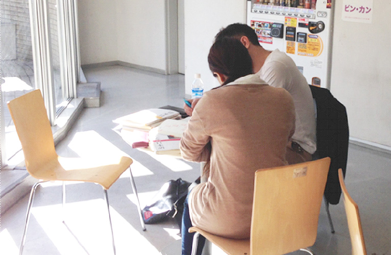 Students with non-kanji background will have kanji class every day.