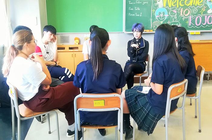 日本語学科の留学生が向上高校の英語研究部と英語を交えての交流会を行いました