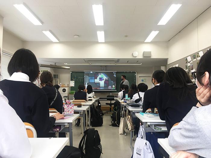卒業生が総合学習の授業を行いました