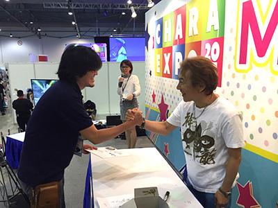 ファンとの熱い握手!