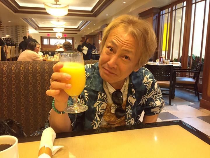 イベント初日終了。 フロリダのオレンジジュースで乾杯。